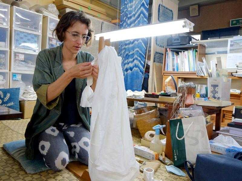Eloise Rapp working in her studio