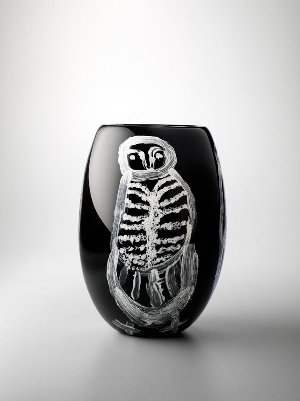Nyanu Watson, Pitjantjatjara people, South Australia, born 1955, Pukatja (Ernabella), South Australia, Tjulpu, 2019, Kalka and Adelaide South Australia, glass, 30.0 x 20.0 cm; © Nyanu Watson/Ninuku Arts, photo: Grant Hancock