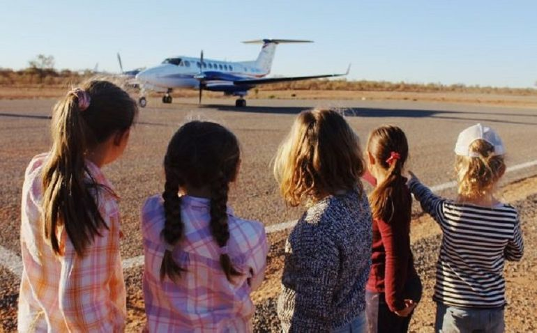 Children gather infront of RFDS air ambulance