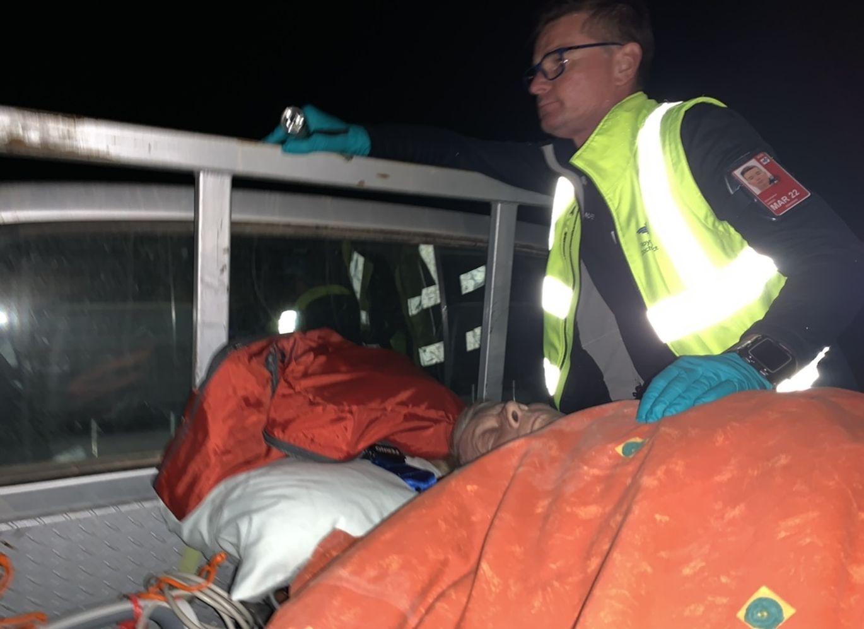 Flight Nurse Chris Green stabilising patient Shirley Mclean on the way to Mungerannie Airstrip
