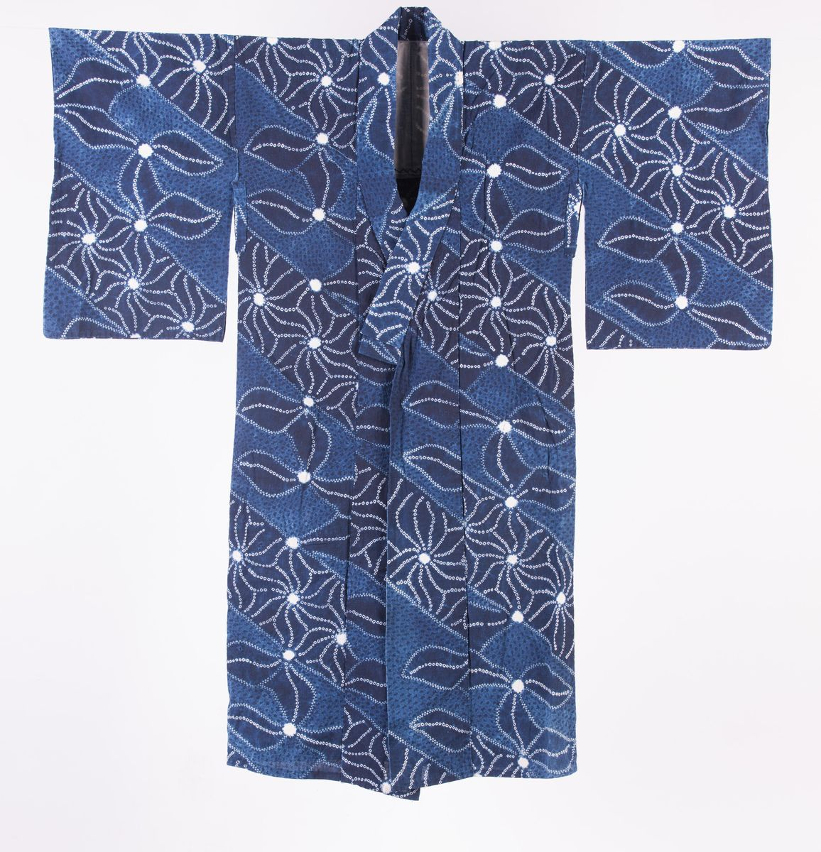 Long robe (nagagi), with floral motif - AGSA
