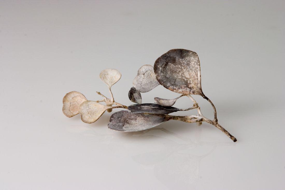 Marian Hosking, Round Leaf Gum Brooch,2006, Photo by Julian Hutchens, 2006