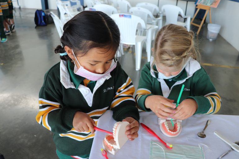 School Children learn about oral health from RFDS Tas